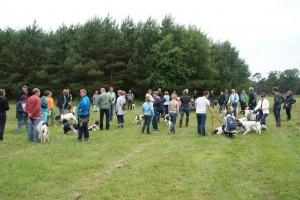 deel van de deelnemers aan 'the day after'.  Hier bij begin van de wandeling.